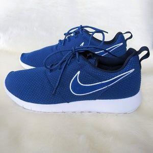 wholesale dealer 29521 fb21c New Nike Roshe One Sneakers